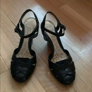 Kenneth Cole Reaction black leather wedges Size 7